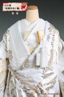 高貴な御所車に吉祥文様の松に紅葉、桜、鶴を金銀の箔押しで施した絢爛豪華な白打掛