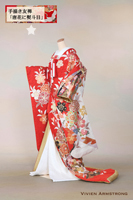 長寿の意味もある熨斗目文様に唐花を散りばめた手描き友禅の贅沢で華やかな赤い色打掛