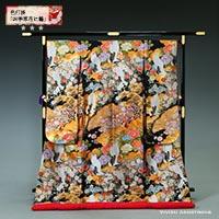 牡丹や菊などの四季の花が咲き乱れる四季草花文と瑞雲に鶴が舞う、黒地に金刺繍の豪華な色打掛