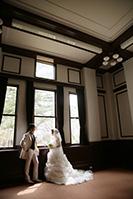洋館でウェディングドレスの前撮りロケーション