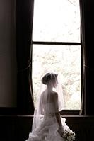洋館でウェディングドレスの洋装前撮りロケーション