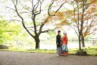 和装で日本庭園のロケーションフォト