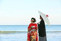 海の波の音を聞きながら風情を感じる和装撮影