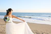 ドレスで海のロケーション撮影