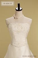 Canta Bella 胸元のカッティングと刺繍が美しい高級感あふれるデザイン