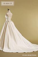 Canta Bella 張りのある素材と、付属のオーバーとレーンが高級感を演出するドレス