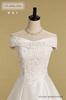 付属のオフショルダーはドレスのデザインを模倣して作られています