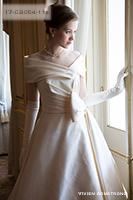Canta Bella 付属のケープのデザインが美しい張りのあるミカド素材のウェディングドレス