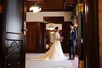 シャンデリアや壁面など特別な趣を感じる旧前田侯爵邸